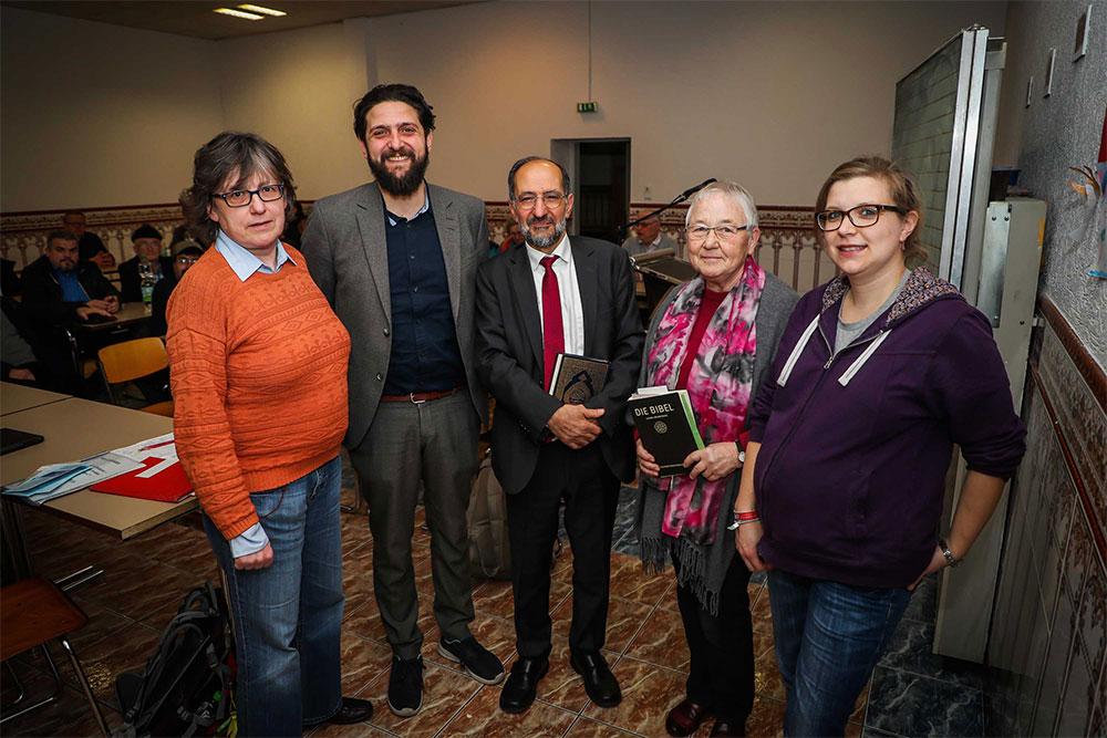 Prof. Aladin El-Mafaalani (2.v.l.) sprach beim Islamseinar über gelingende Integration. Foto: Stephan Schütze