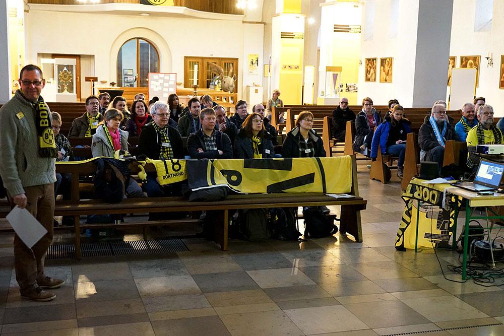 Um Fußball und Religion ging es bei der Lehrerfortbildung der Abteilung Religionspädagogik des Erzbischöflichen Generalvikariats in der Dreifaltigkeitskirche in Dortmund. Referent war der dortige Gemeindereferent Karsten Haug (links).