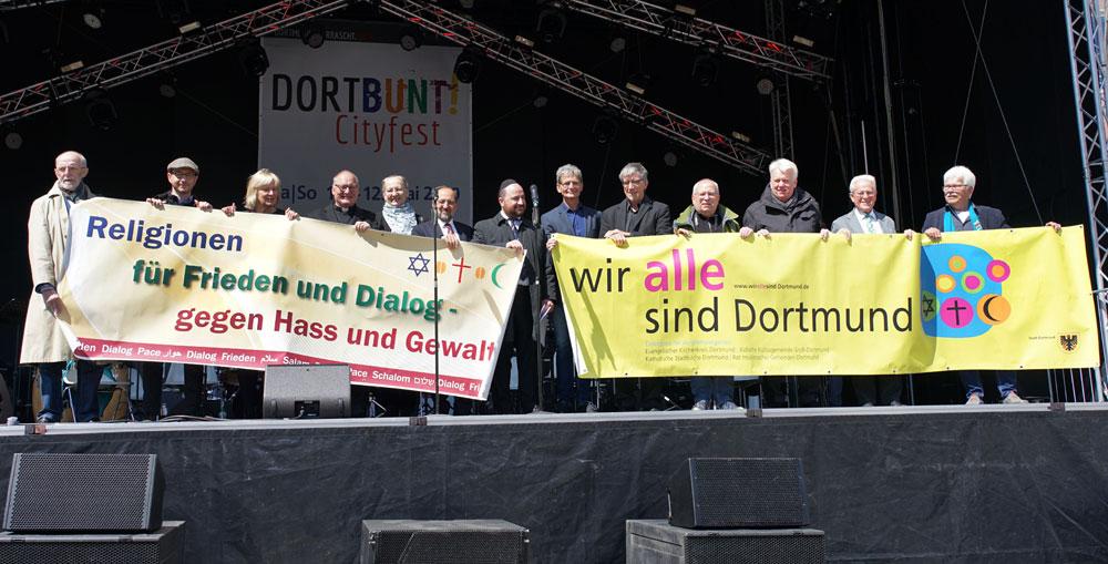 """Beim """"Friedensgebet der Religionen"""" auf der Hauptbühne des Cityfestes """"DORTBUNT!"""" riefen die Vertreter von Juden, Christen und Muslimen zu Respekt  und Vertrauen auf."""